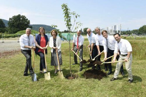 ground-breaking ceremony at Lakeside Park